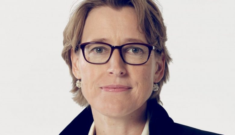 Verzekeraar ASR wijzigt in de voorbereiding tegen toekomstige overnames haar bestuursstructuur. COO's Michel Verwoest en Karin Bergstein verlaten het bedrijf. Een profiel van laatstgenoemde, de langstzittende van het paar.