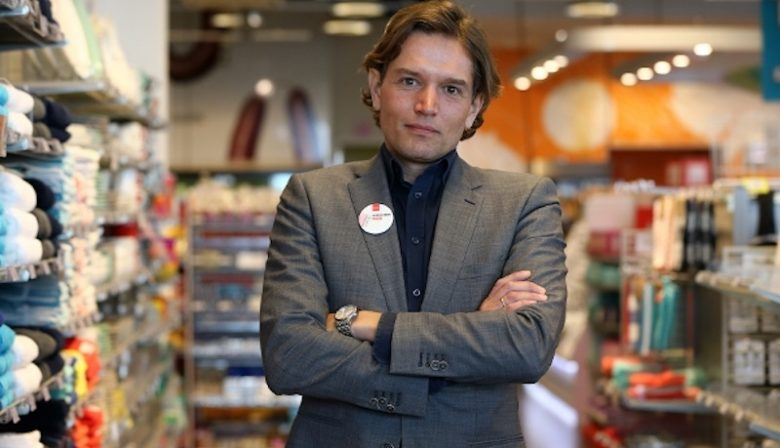 De directie van HEMA wordt door de overname van Marcel Boekhoorn gehalveerd. Onder andere Tico Schneider, directeur Hema Nederland, moet het veld ruimen. Een profiel.
