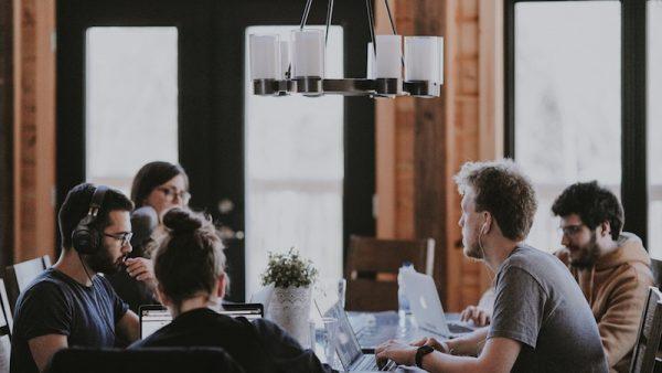 Een peptalk, een compliment of een schop onder hun kont: iedere medewerker wordt anders gemotiveerd. MT-columnist Manon Bongers raadt managers aan te kijken naar psychologische behoeften en de voorkeur voor werkomgeving van medewerkers.