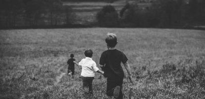 De vraag dwingt kinderen zichzelf te definiëren in termen van werk, volgens organisatiepsycholoog Adam Grant.
