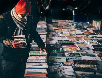 Het is een wekelijkse bezigheid van groten als Bill Gates en Mark Zuckerberg: boeken lezen. Maar hoe kom je daaraan toe naast alle andere dingen die je al moet klaarspelen?