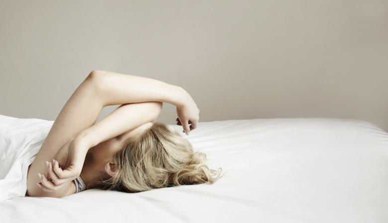 Een slechte nachtrust maakt je niet alleen minder productief, maar zorgt er ook voor dat je makkelijker fouten maakt. Toch slaapt een op de vijf Nederlanders slecht. Hoe zorg je dat je uitgerust op je werk komt?