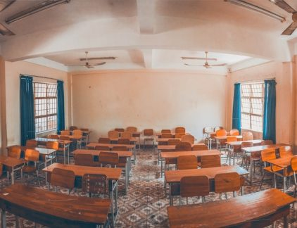 Ontwikkeling op de werkvloer is allang niet meer een zaak van het individu - bedrijven moeten grootschalige omscholingstrajecten doorvoeren om baangarantie te kunnen geven. Een pleidooi voor een Chief Learning Officer.