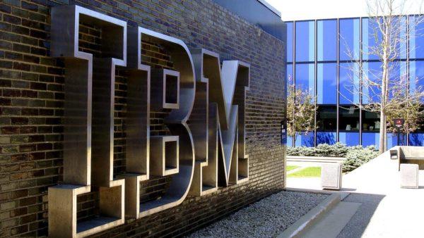 IBM logo op muur