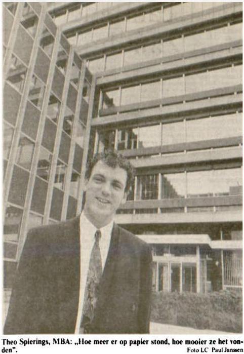Theo Spierings na het behalven van zijn MBA, foto uit De Leeuwarder Courant van 20 juli 1991